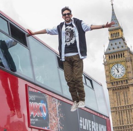 dynamo magician floats beside bus london