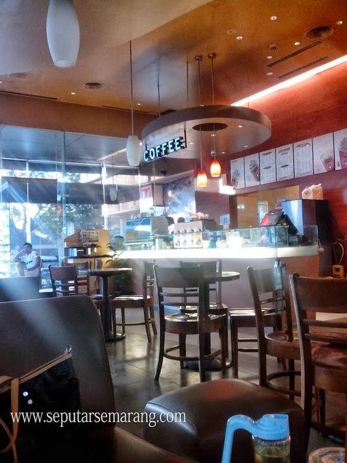Suasana Cafe J.Co Semarang Java Mall