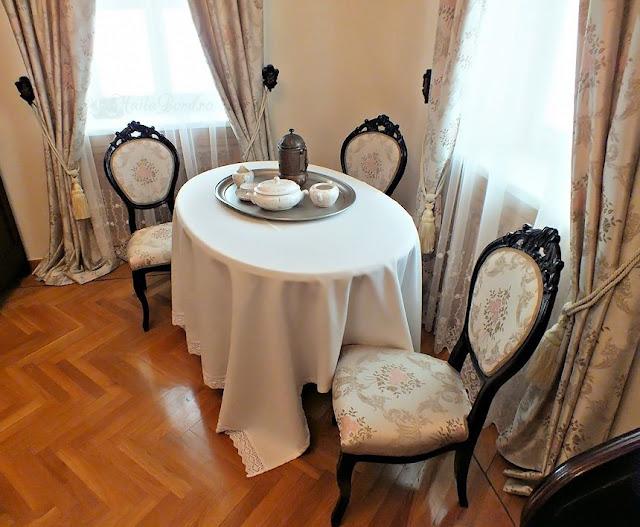 masa de cafea palatul ruginoasa
