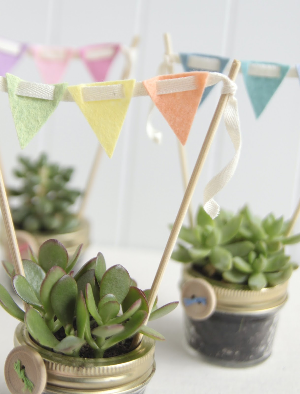 Mini Felt Garland DIY // Benzie