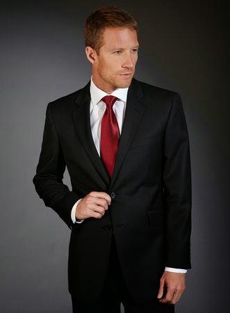 Combinacion vestido negro hombre