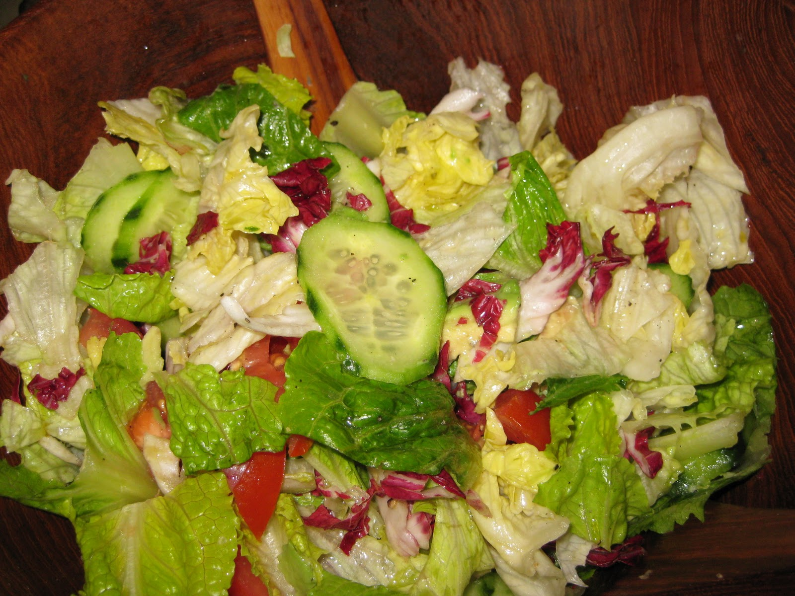 MIXED RAW GREENS SALAD WITH ITALIAN DRESSING