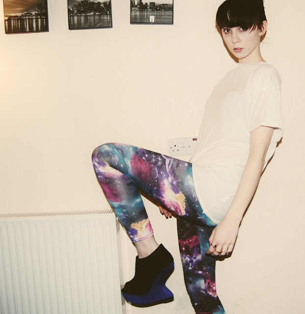 how to wear galaxy print leggings