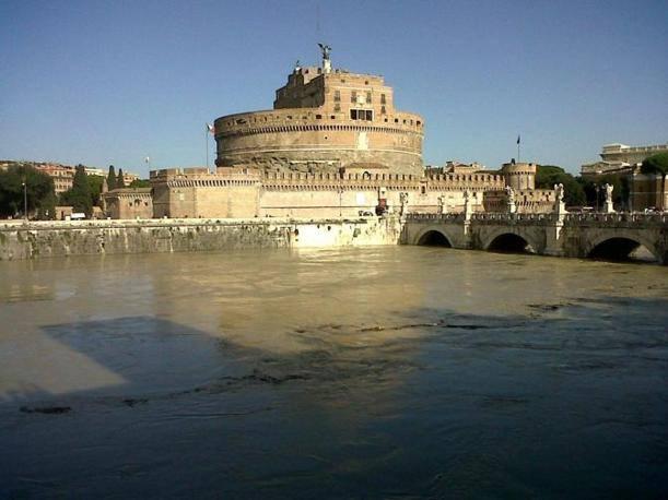 Novembre 2012 la piena del tevere urbanfile blog for Archi arredo roma