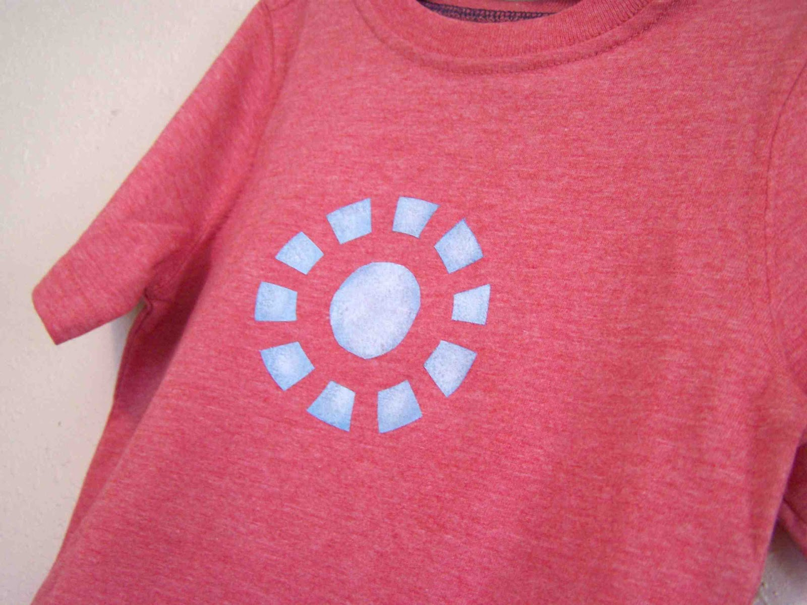 http://3.bp.blogspot.com/-LMRVB6uaM3Y/T7xEhtTajkI/AAAAAAAAEl8/np0ksfEXam4/s1600/iron+man+shirt+2.jpg