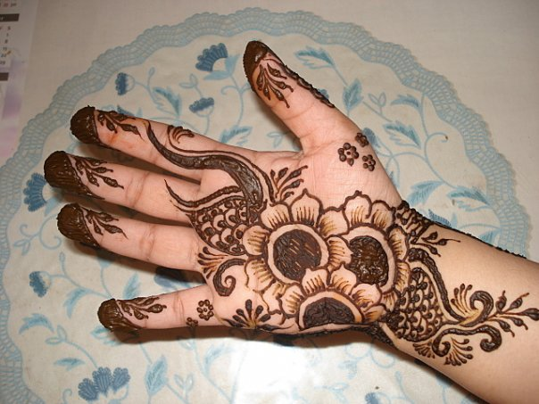 Mehndi Patterns For Little Girls : Small mehndi design amazing this is a very old but beautiful