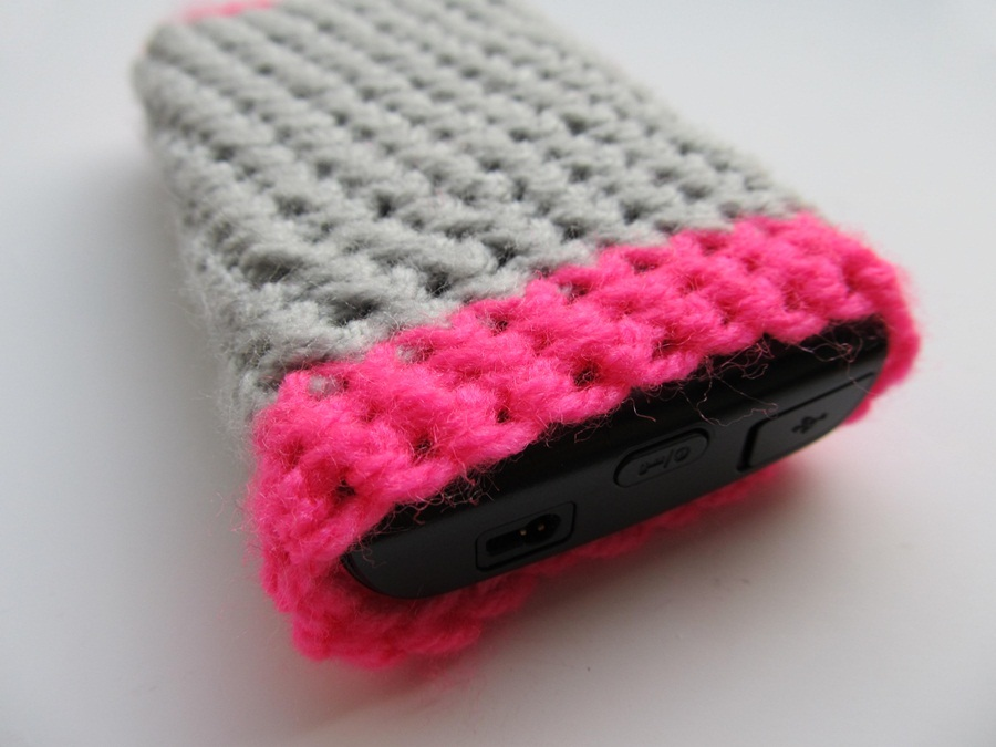 have been meaning to crochet a case cover for my phone for a while ...
