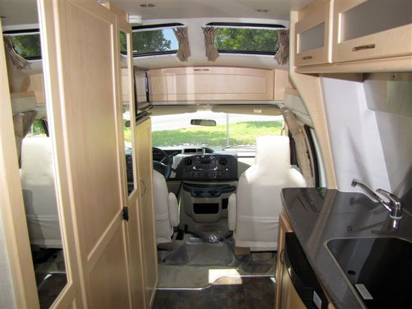 24 Amazing Small Motorhome Interiors