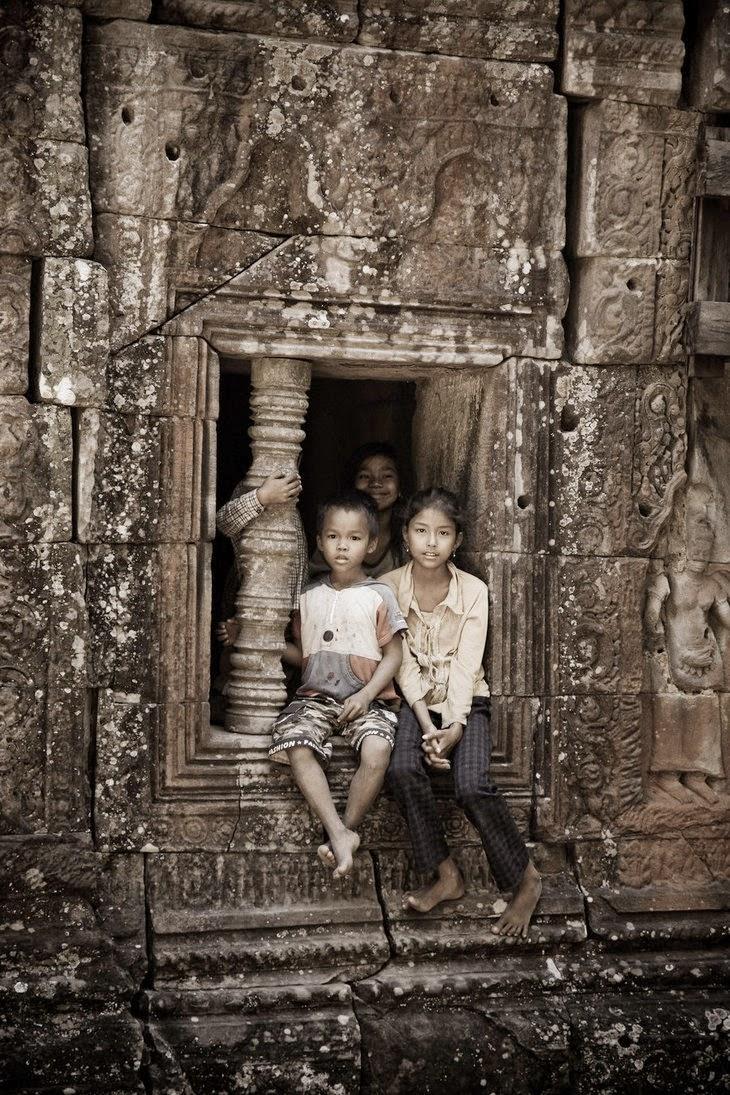 ជួងទិព្វបានបន្លឺ - Khmer poem by Sy Salaen