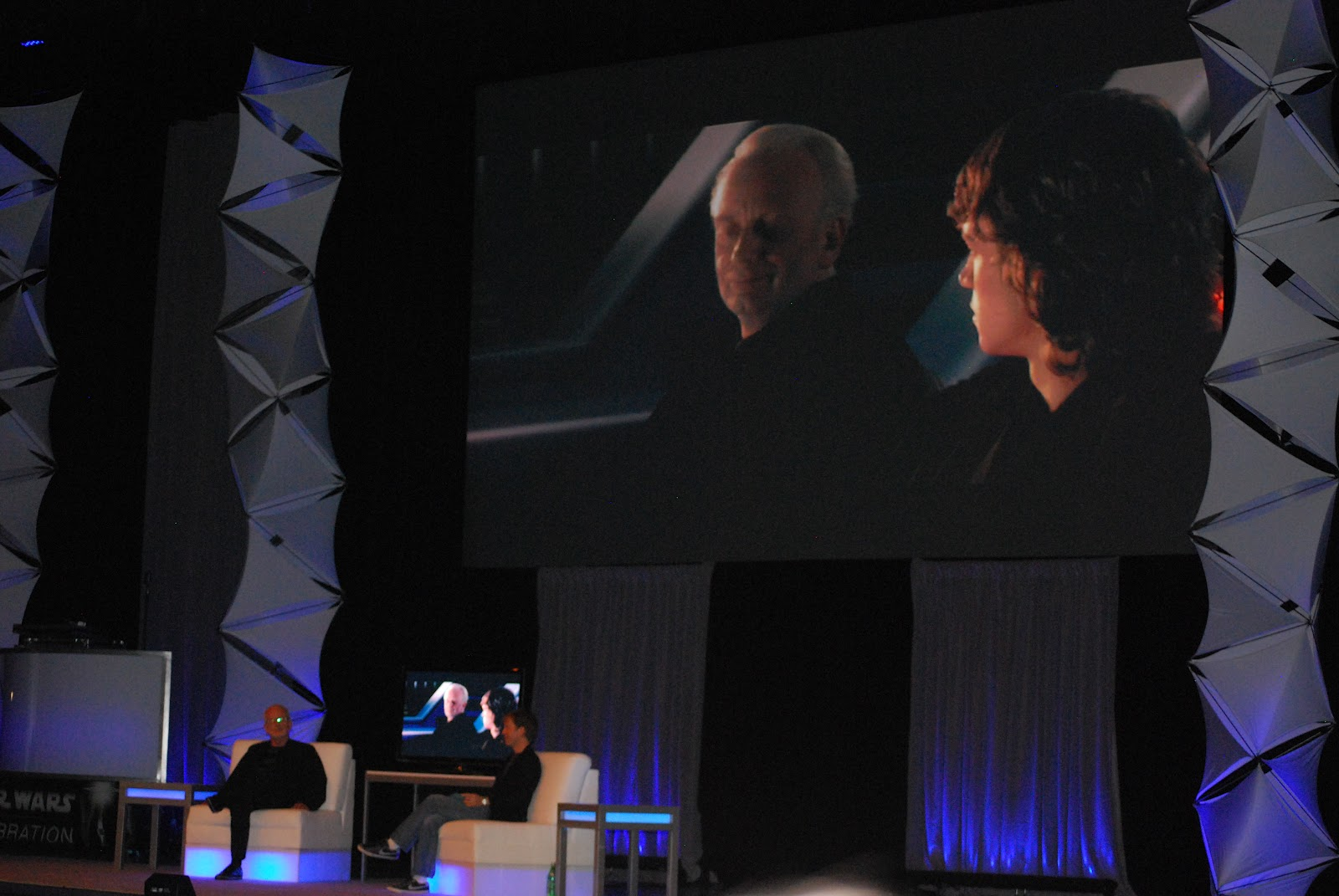 http://3.bp.blogspot.com/-LMruBuBMf6o/UDcfwSQ8YLI/AAAAAAAAA3E/D7DFjvo-XiQ/s1600/Star+Wars+Celebration+VI+Thursday+131.JPG