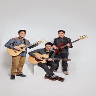 THE OVERTUNES - Jatuh Dari Surga Lyrics