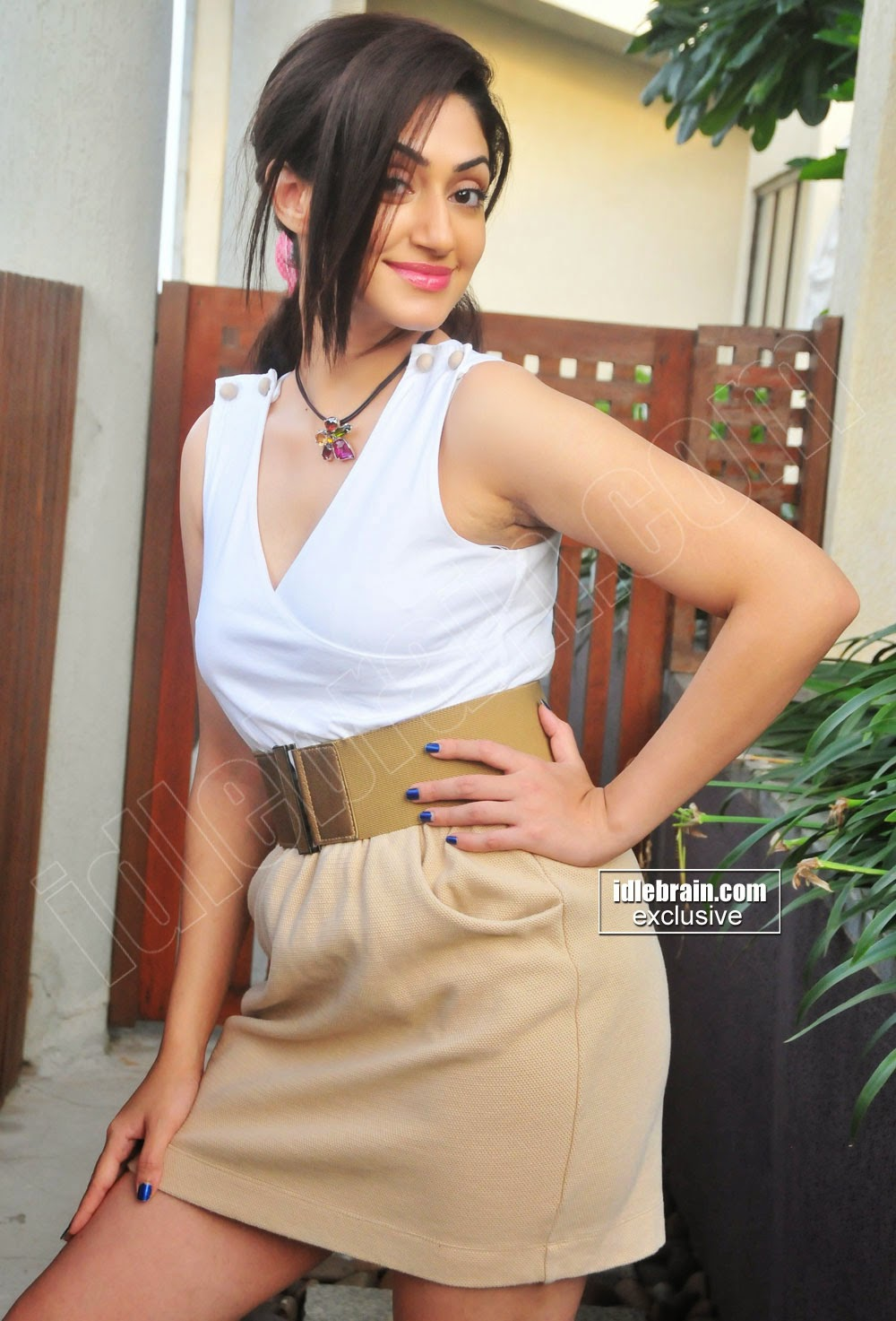 Reyhna Malhotra thigh