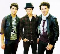 Son ellos, son los Jonas Brothers.