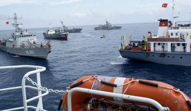 Biên đội tàu chiến đấu của Hải quân VN ứng trực
