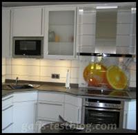 Küchenzeile mit Dunstabzug