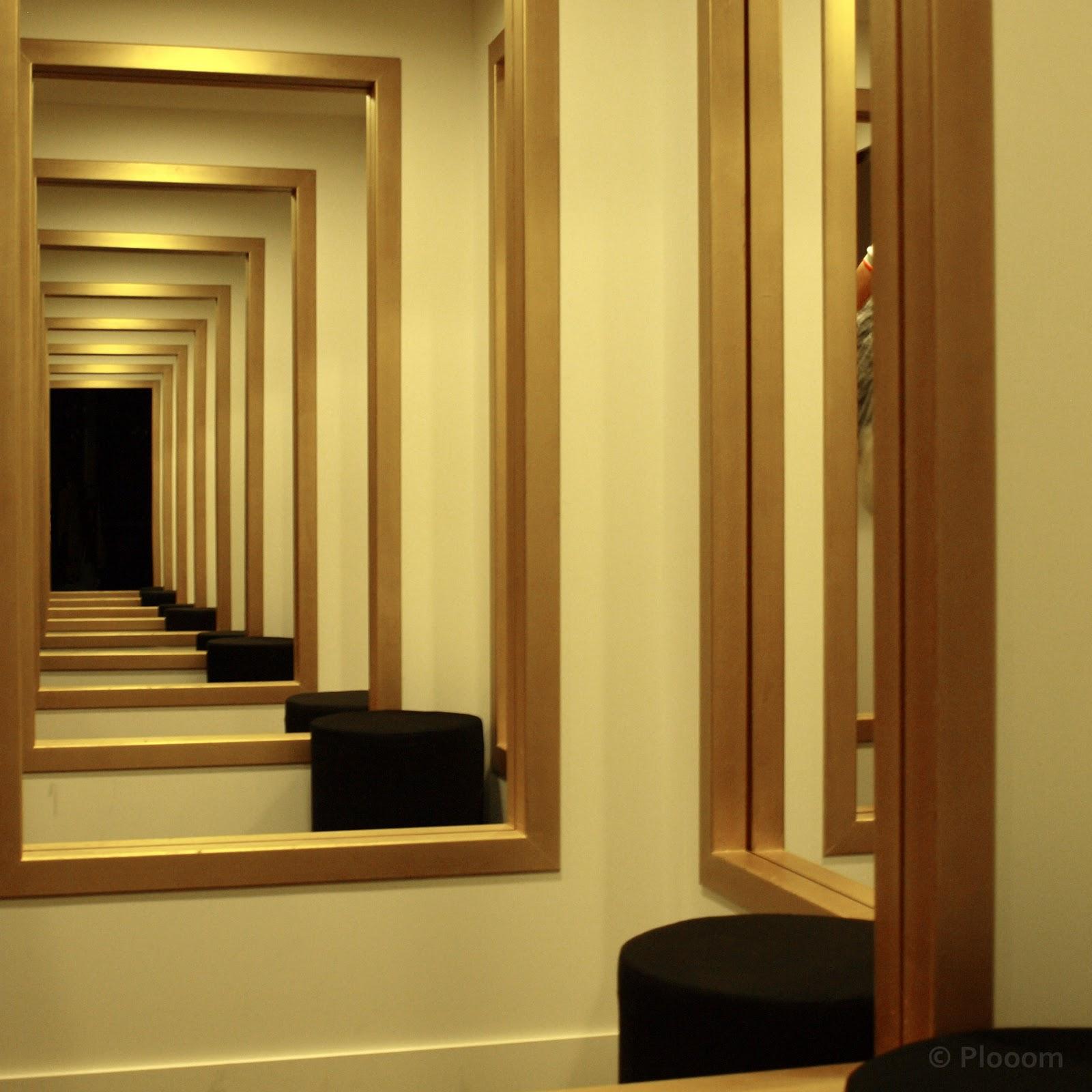 Paris in perceptions au 104 centquatre for 2 miroir face a face