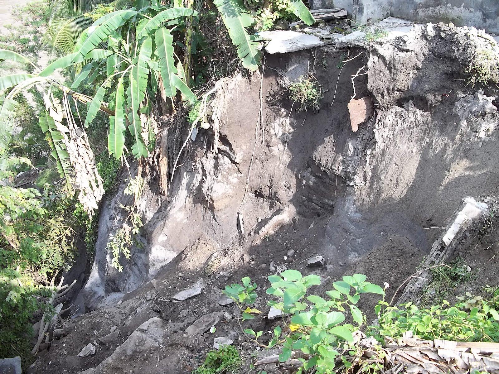 : Deslizamiento de bancada en la Carrera 12 en el Barrio El Obrero #708843 1600x1200