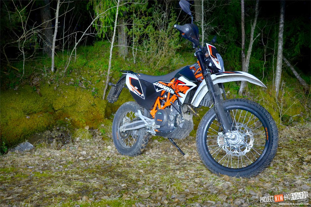 2014 KTM 690 Enduro R at night shot