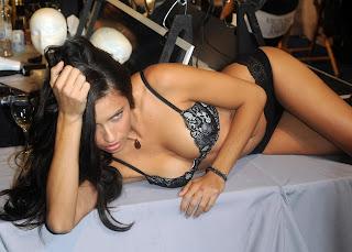 Hot Adriana Lima New Photos