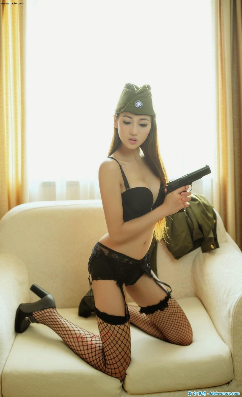 Need female military style flower lingerie garter belt
