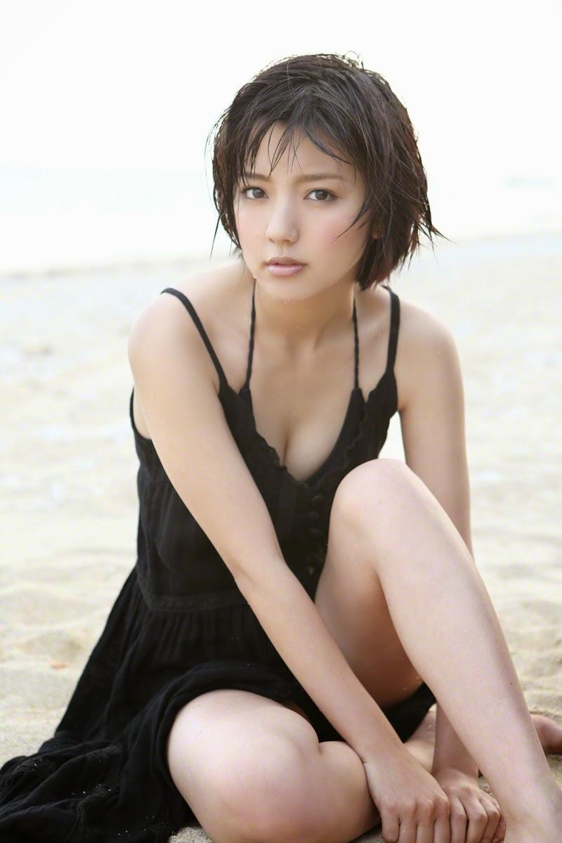 Erina Mano ngực khủng khiêu khích đấng mày râu 7