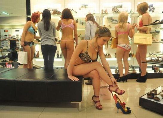 naked-shopping-belanja-telanjang-1