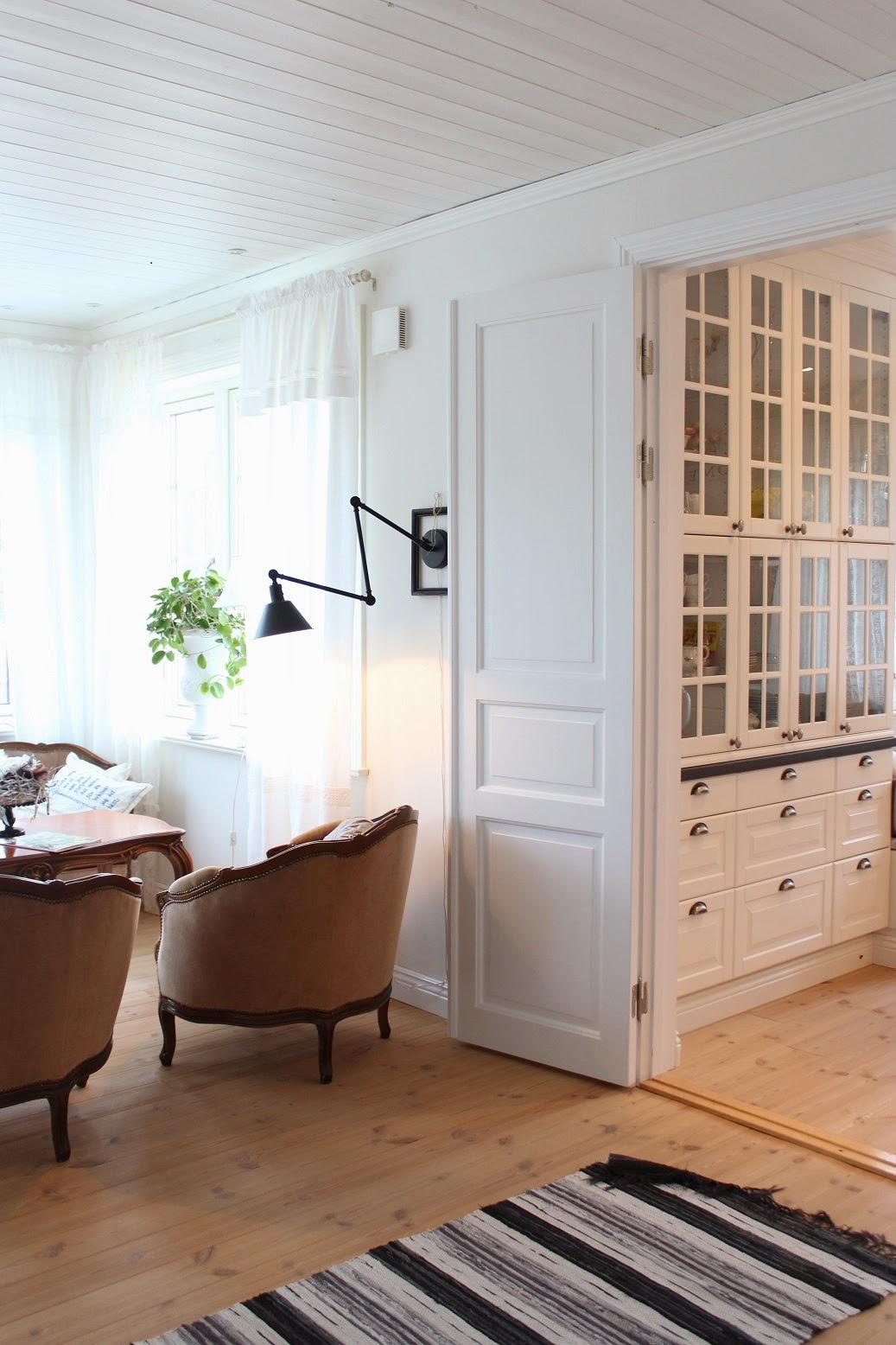 Claras hem pÅ byvÄgen : vår nya svarta vägglampa
