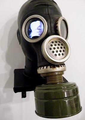Proyecto de arte con mascara de gases