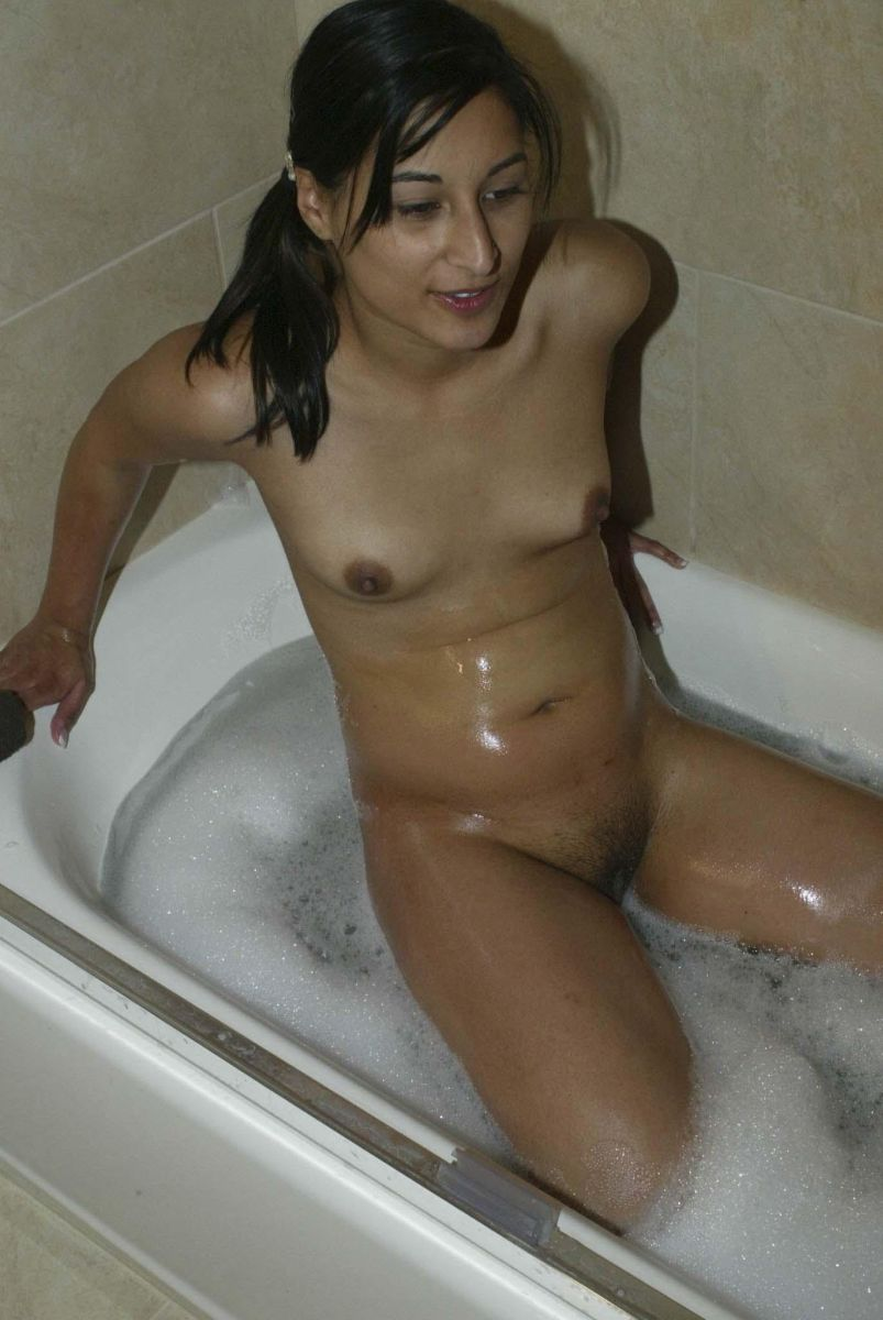 nude pakistani girls taking shower