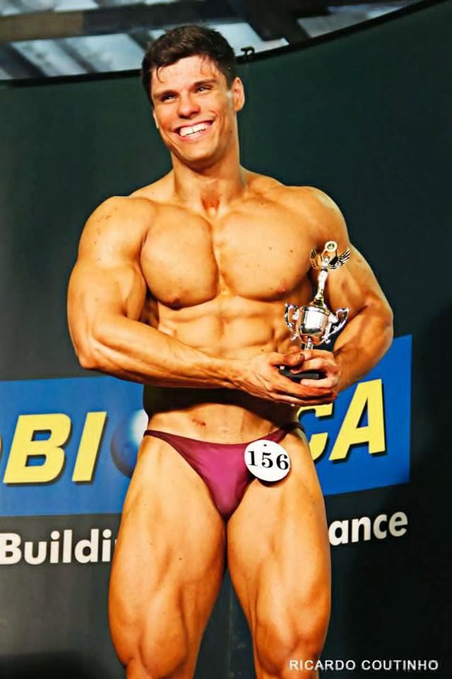 Gustavo Almeida levou o troféu de sexto lugar na categoria Sênior até 90 kg. Foto: Ricardo Coutinho