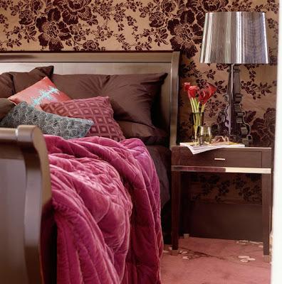quarto de casal rosa e marrom