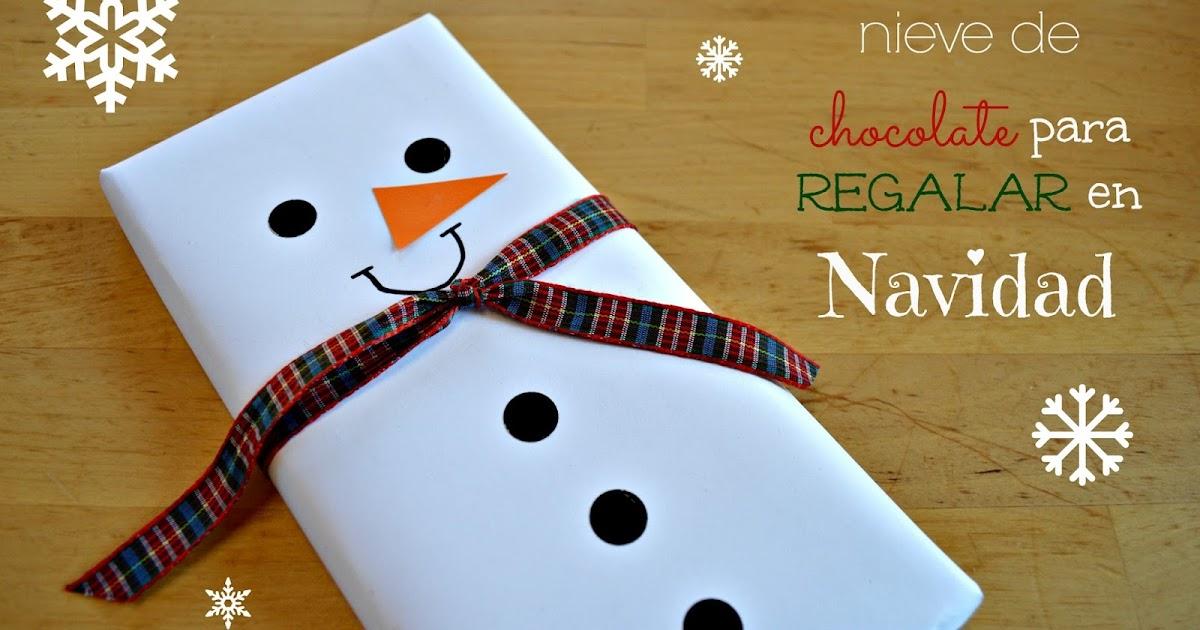 Tabletas de chocolate convertidas en mu ecos de nieve para for Adornos navidenos para regalar