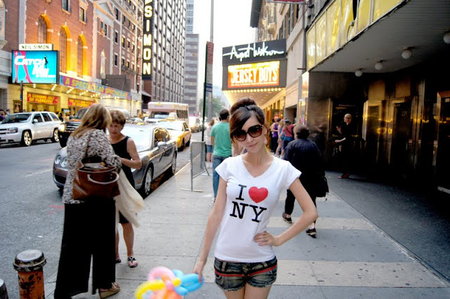 Li Fan - Short Jeans in New York
