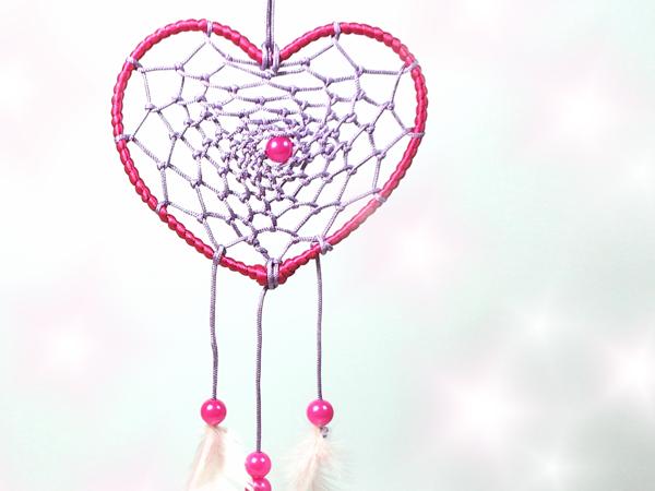 manualidades-atrapasueños-forma-corazon