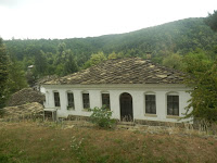 Bozentzi-Uchiliste-fasada