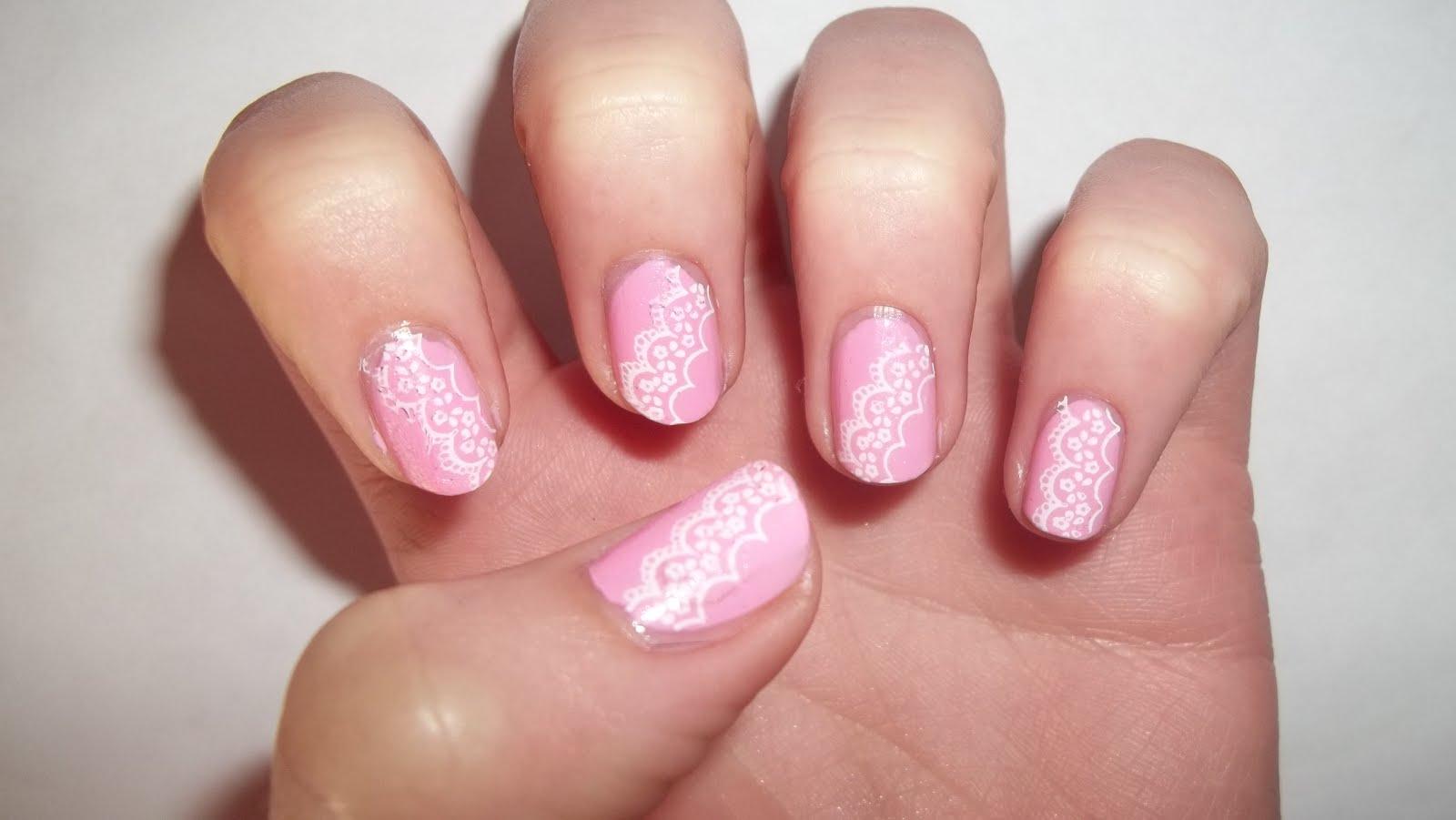 Фото розовый маникюр с кружевом фото