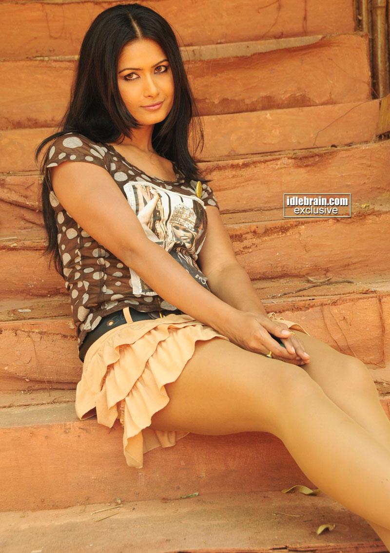 Sri Lankan Hot Models Dileindre Ruth Dias