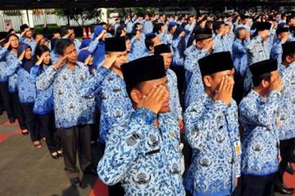 Joko Widodo telah menyampaikan bahwa Tunjangan Profesi bagi para guru tidak akan dihapuskan oleh pemerintah