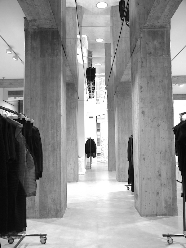 Favoloso vosgesparis: Rick Owens Fashion store | Milan PN11