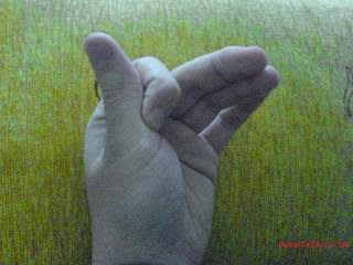 hıçkırığı+geçiren+parmak+hareketi