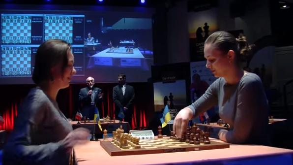 Ronde 3 du Trophée d'échecs Karpov 2015 : dans une finale équilibrée, Anna craque face à sa sœur Mariya - Photo © Capechecs