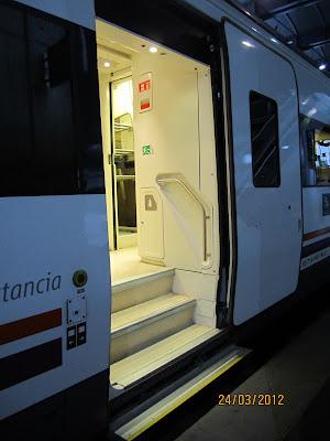 Vista del acceso al vagón tradicional