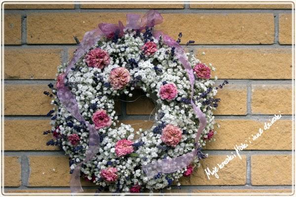 wianek z róż naturalny