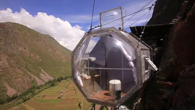 17-Architecture-with-Skylodge-Adventure-Suites-Hanging-Capsules-www-designstack-co