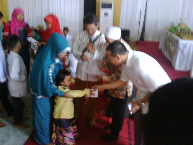 PT Suri Nusantara Jaya Santuni 300 Anak Yatim