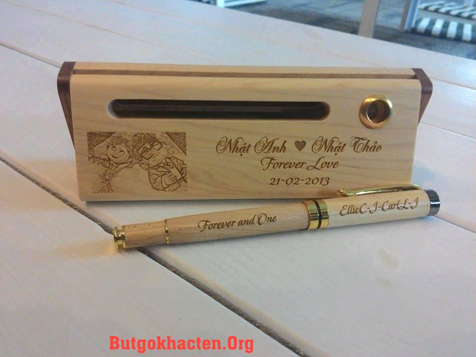 Quà tặng Bút gỗ khắc tên nhân dịp Valentine