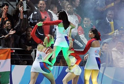 Cheerleaders_RCB+IPL4.jpeg