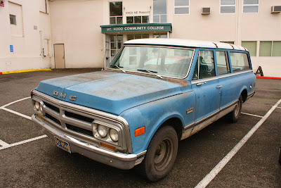 1971 GMC 1500 Super Custom Suburban.