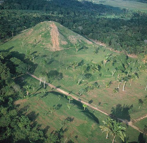 La civilisation olmèque - Mexique - Amérique centrale Olmec_venta_pyramid
