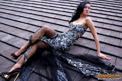 Devi Liu take a photoshoot